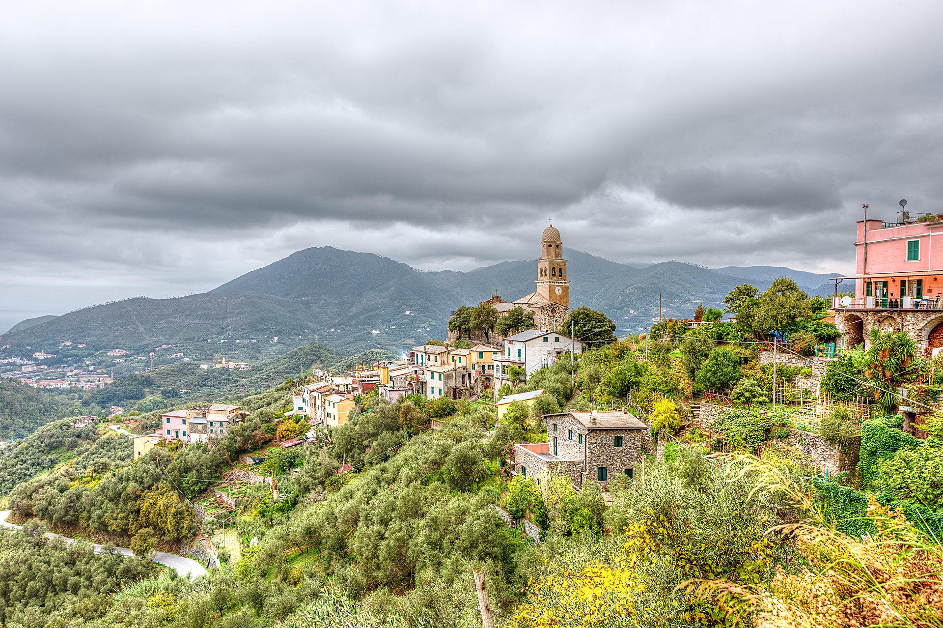 Das kleine Dorf Legnaro in Ligurien oberhalb von Cinque Terre